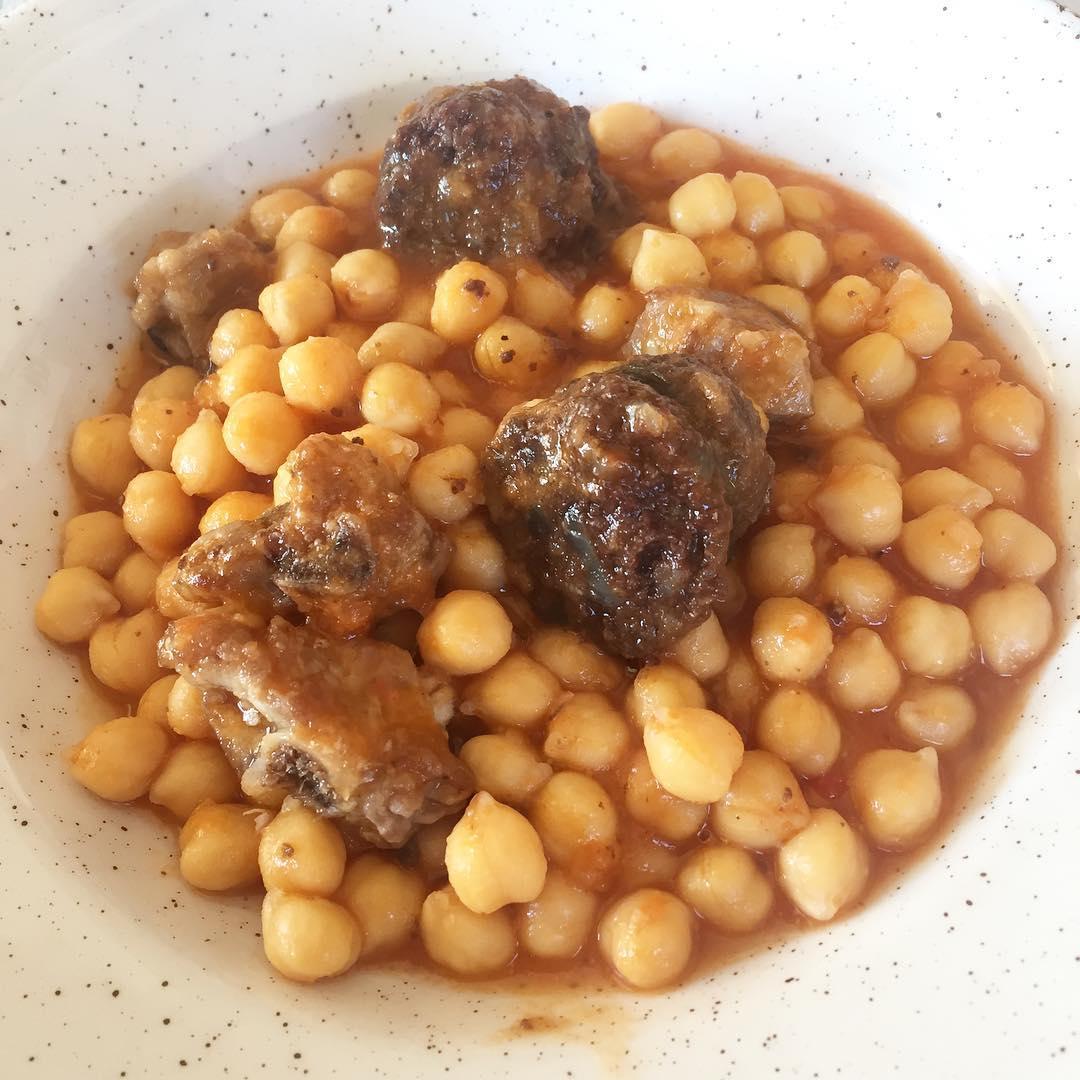 receta-garbanzos-guisados-con-costilla-de-cerdo