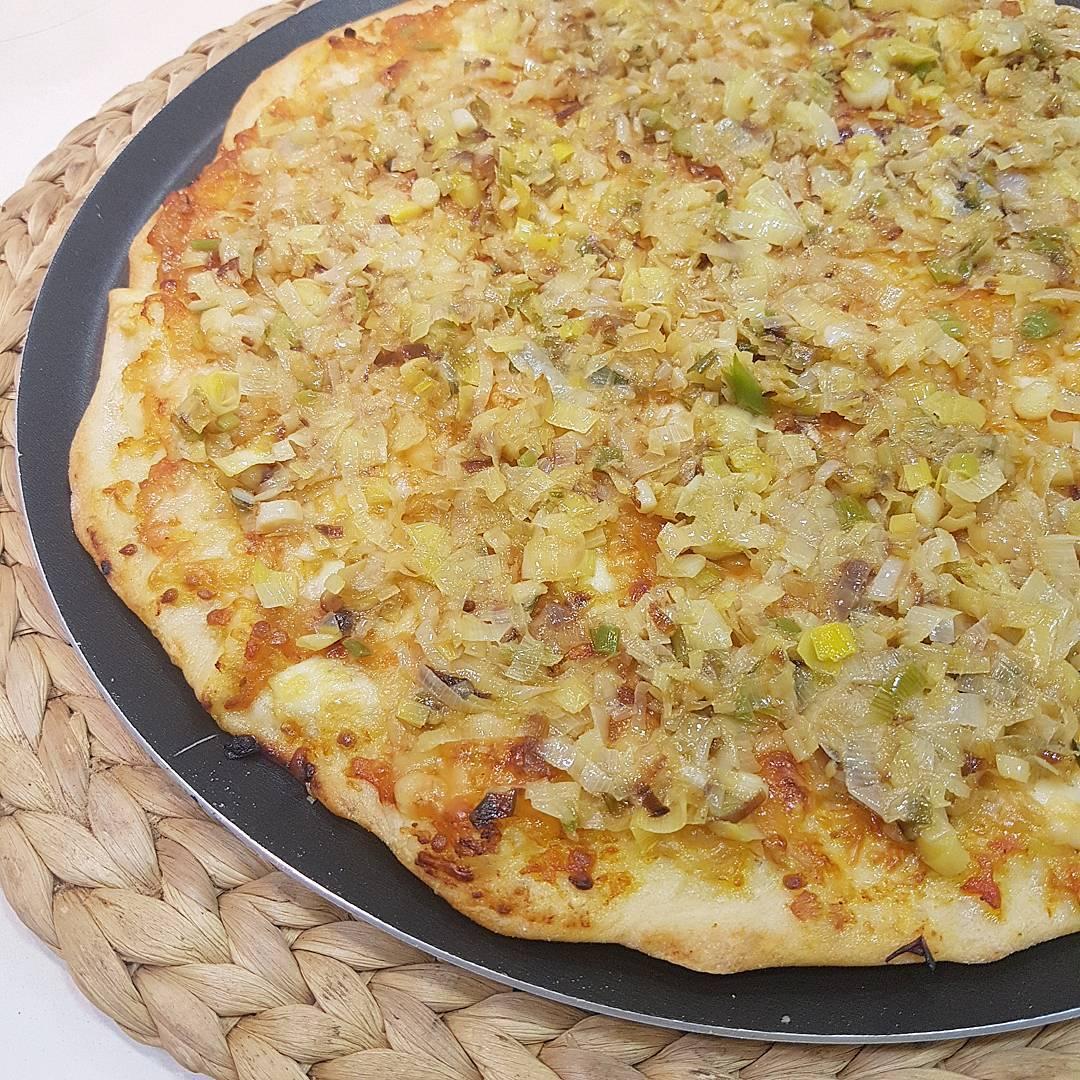 receta-pizza-de-puerros-y-ajos-tiernos