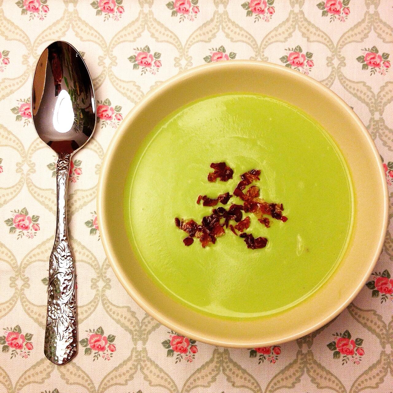 recepta-crema-de-guisantes-con-crujiente-de-jamón-ibérico