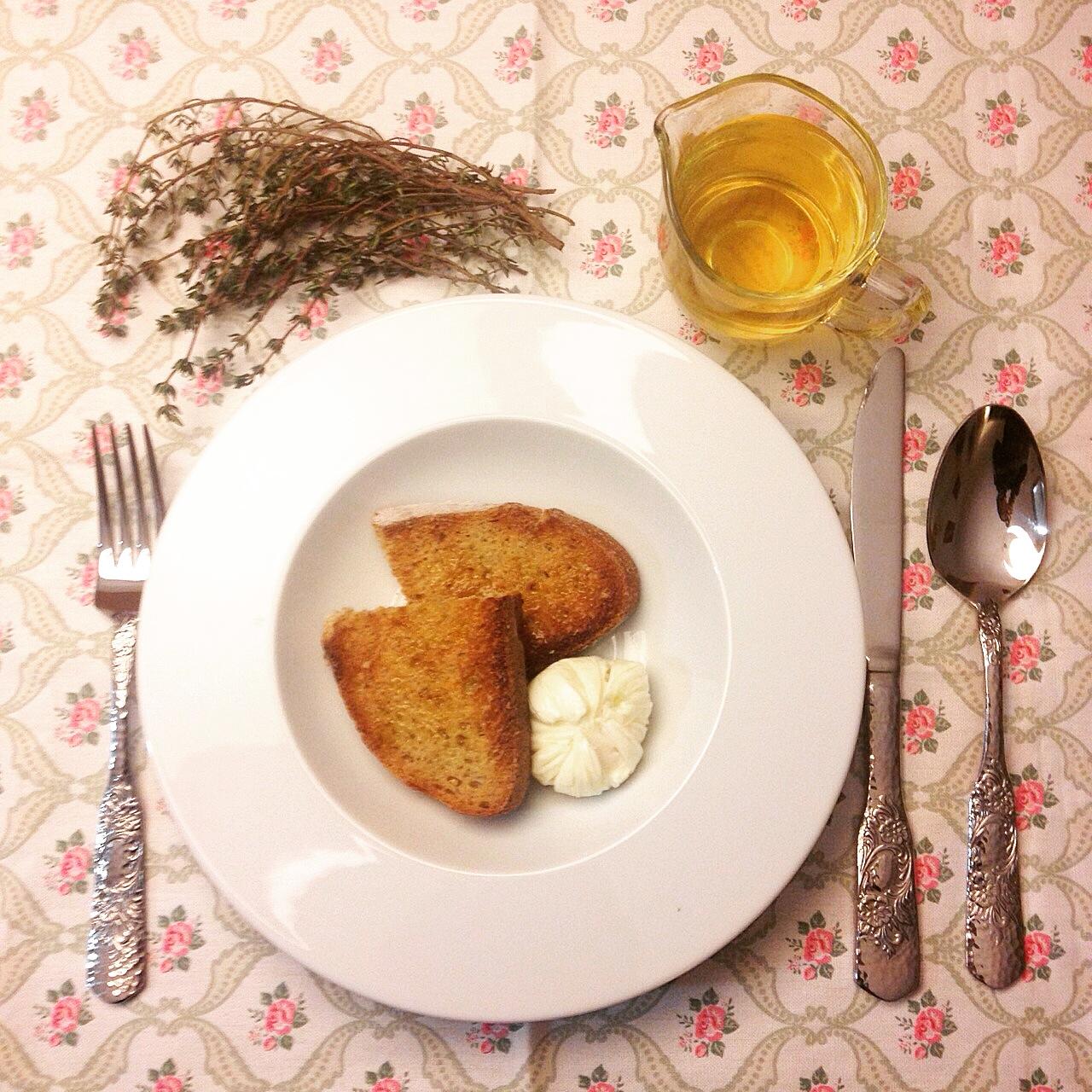 receta-sopa-de-tomillo-y-huevo-escalfado