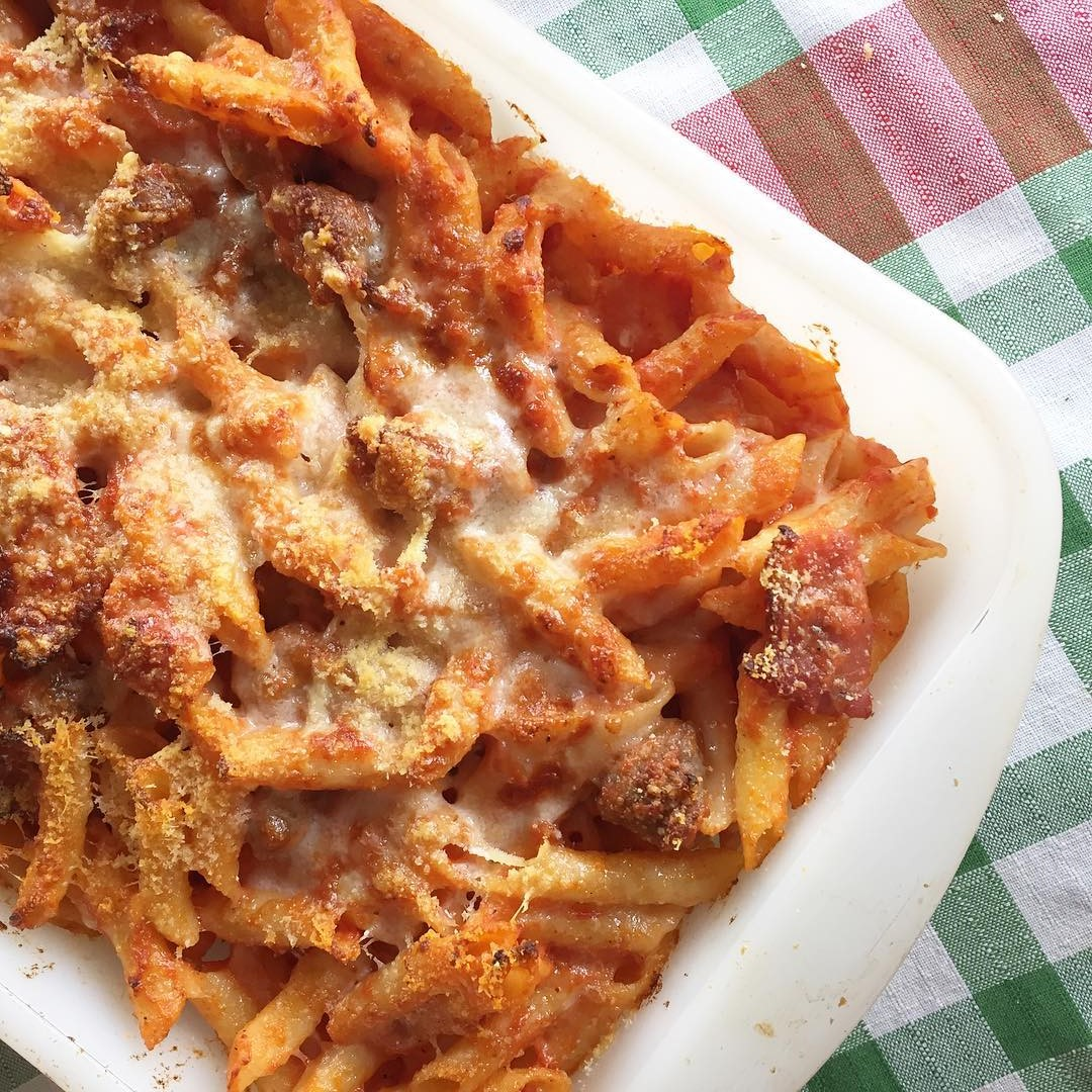 receta-macarrones-con-tomate-butifarra-y-panceta