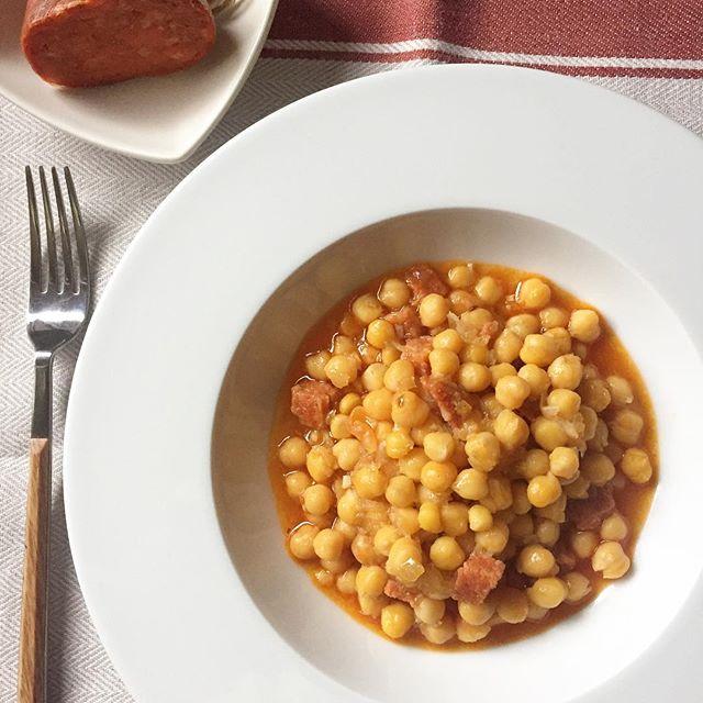 receta-garbanzos-con-sobrasada-forma-rapida